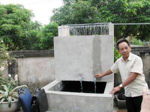 Dùng bể lọc kết hợp giàn phun mưa