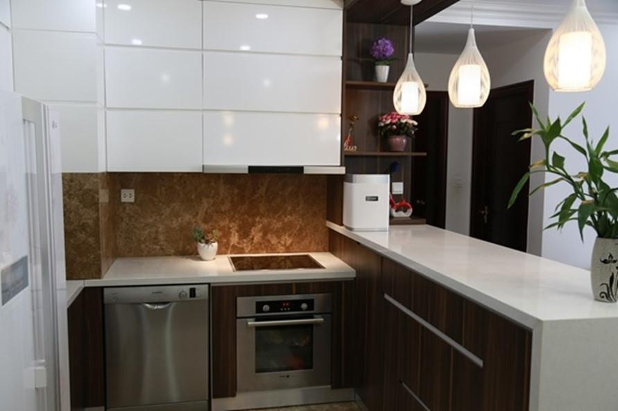 Mua sắm các đồ dùng nhỏ gọn là bí quyết tiết kiệm diện tích căn bếp.
