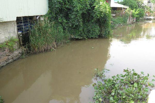 Dùng nước mương ô nhiễm sản xuất 'nước tinh khiết' – VNExpress