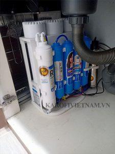 Hình ảnh lắp đặt máy lọc nước Karofi S-s038 dưới gầm chậu rửa